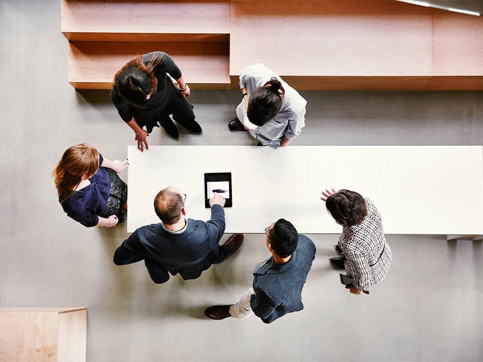 Meetingszene von oben