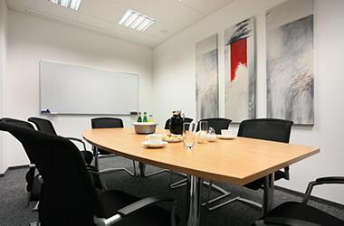 Einblick in Empfang & Büros